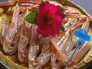 津居山産の地ガニをお召し上がり易い様に包丁を入れております